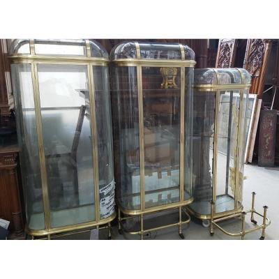 Ensemble de trois vitrines bombées de magasin en laiton