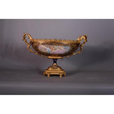 coupe en porcelaine de Sèvres montée bronze ciselé et doré