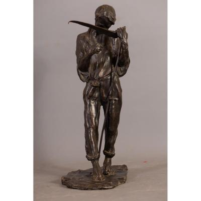 Alfredo Pina, Faucheur aiguisant sa lame,bronze à patine brune