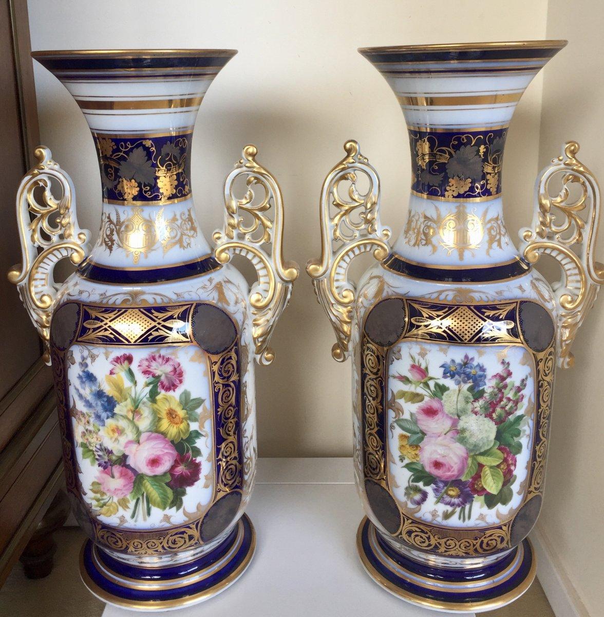 Paire De Vases En Porcelaine A Decor Floral