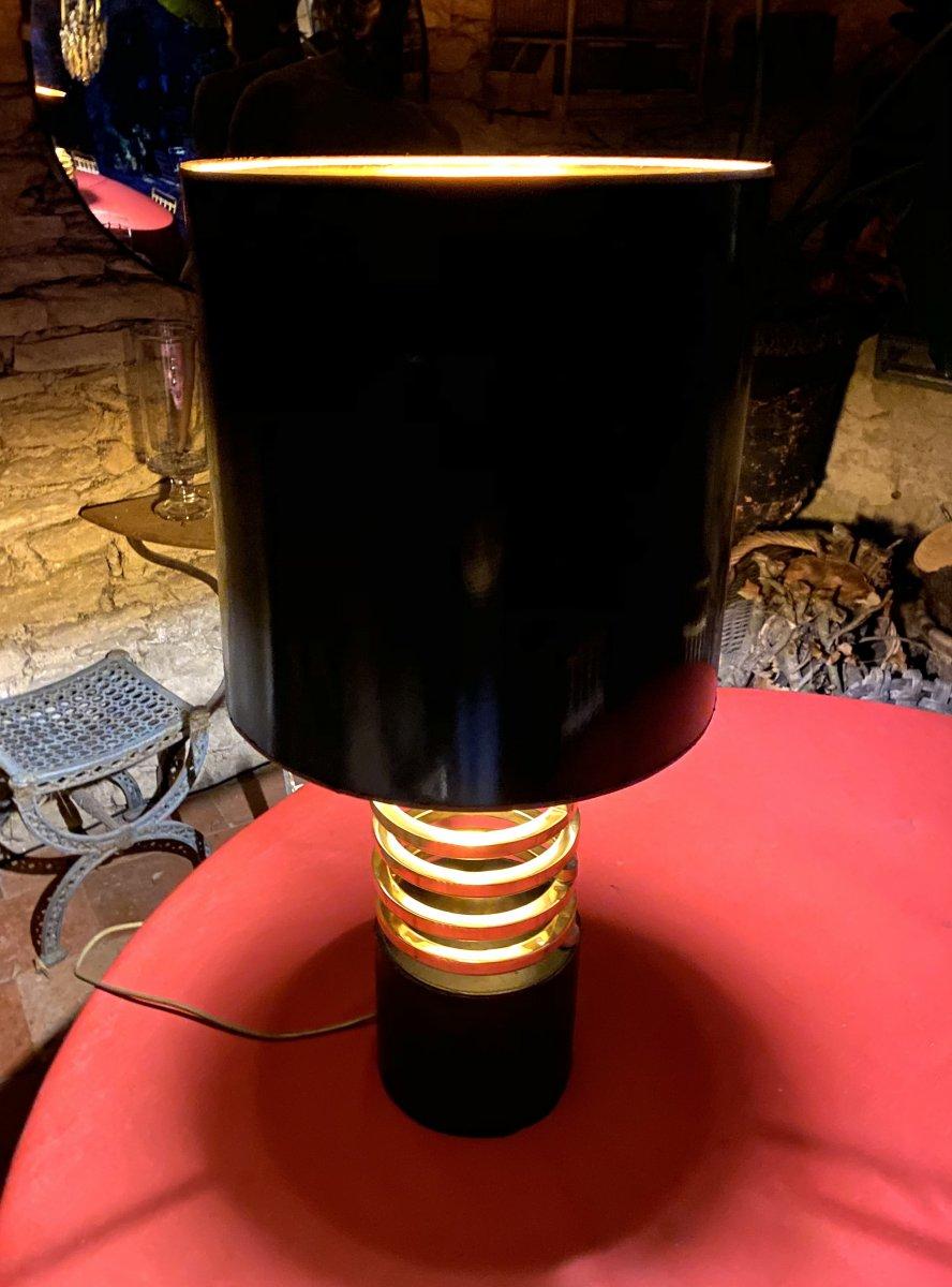 Lampe Design Des Années 70  Sur Un Socle Cuir Noir Avec  Des Anneaux En Laiton Dorés -photo-6