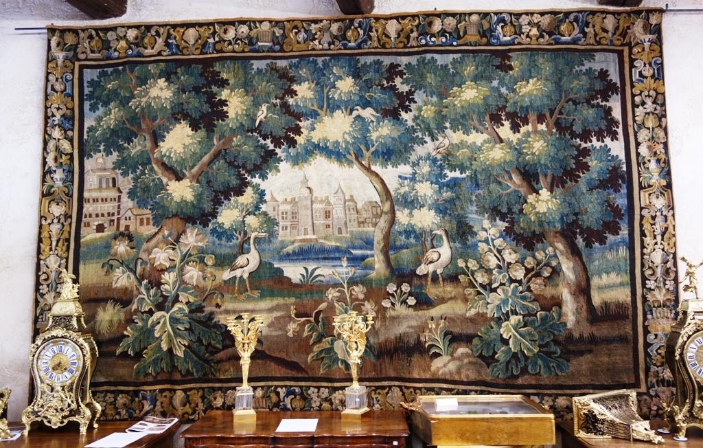 Grande tapisserie d 39 aubusson verdure aux chassiers - Comment enlever de la tapisserie facilement ...