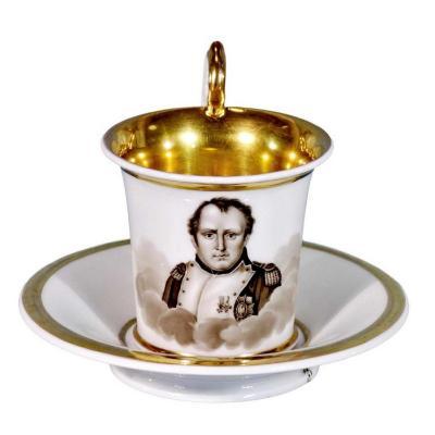 Tasse et sa Soucoupe en Porcelaine De Paris - Décor Napoléon Ier- Ep. Début XIXe