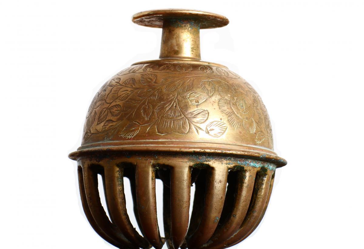 Clochette Sonnette De Table En Bronze a Décor Ciselé