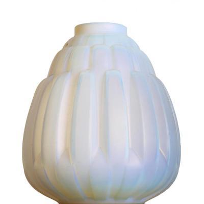 Vase Chrysanthème Opalescent André Hunebelle France Art Deco