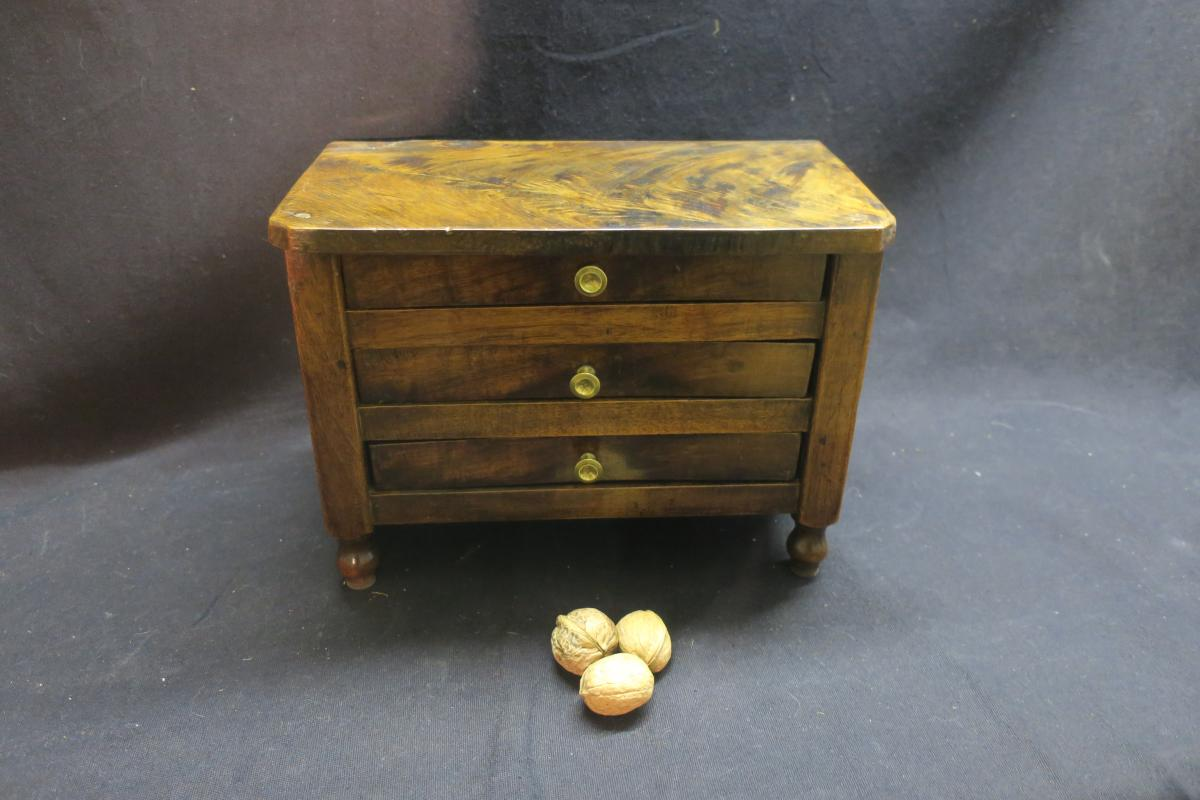 Commode Miniature
