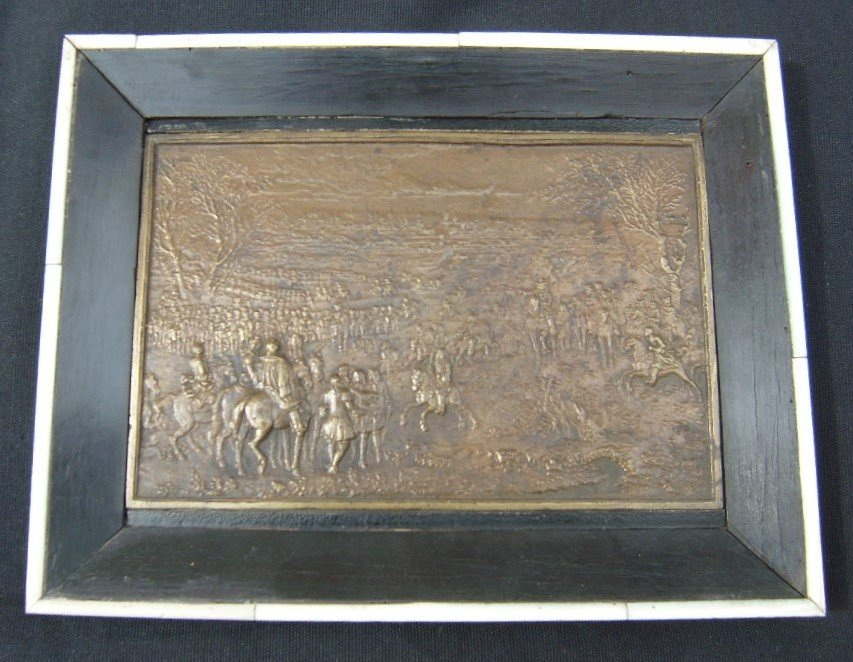 Plaque En Bas Relief