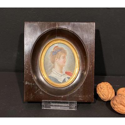 Miniature, Portrait Femme De Profil