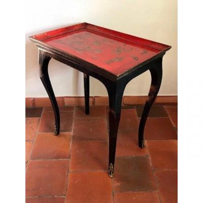 Small sofa table in red and black laquer Louis 15 style,<br /> France, Late 18th for the top-tray, 20th for the bottom part.<br /> Very precious and decorative.<br /> &nbsp;