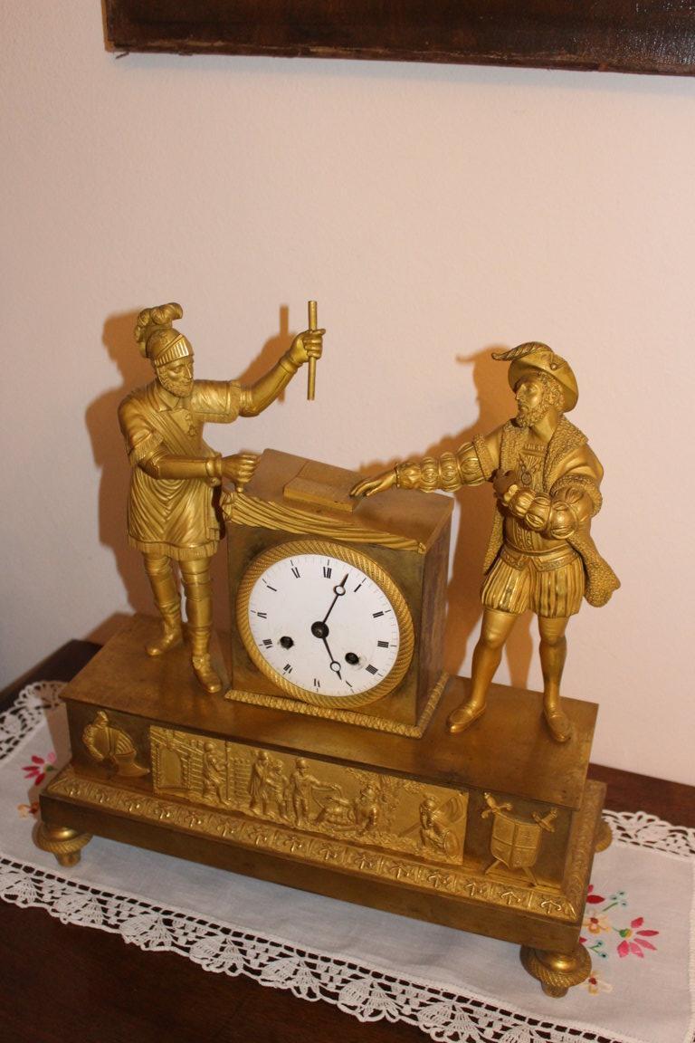 Pendule d'Epoque Directoire/empire En Bronze Dorè Raffigurant Le Chevalier Bayard E Francois I