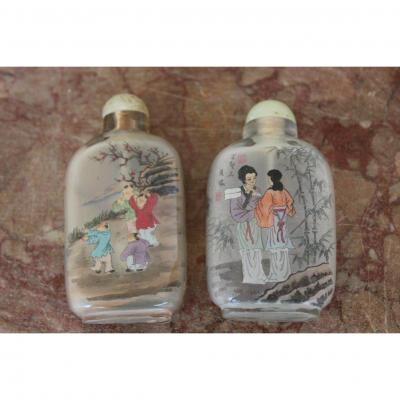 Two Chinese Snuff Bottles In Dell'interieur Painted Glass, China XX Century