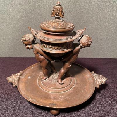 Encrier En Bronze Du XIXe Siècle Avec Chérubins