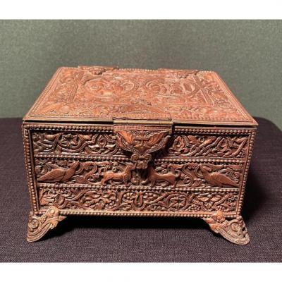 Coffret de la fin du XIXe siècle de style Celtique Médiéval en laiton