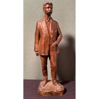 Homme Au Costume Du XXe Siècle En Bronze. Signé