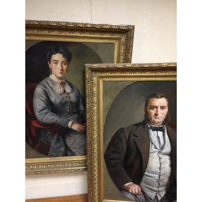 Paire De Grands Portraits Encadrés