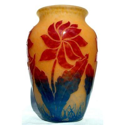 Vase Art-deco Degué, verrerie de compiègne, aux fleurs stylisées, parfait, era daum Schneider,