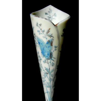 """Charmant Vase Cornet Napoleon 3 En Opaline """"papillon"""" par Baccarat, era  1860-1888 daum"""