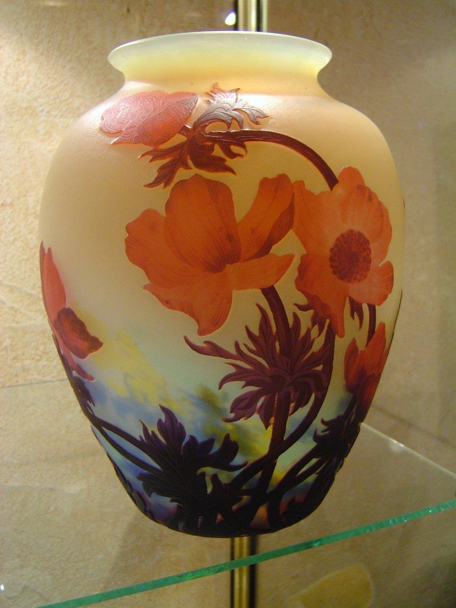Vase Boule En Verre Multicouches Freres Muller Decor Aux Anemones