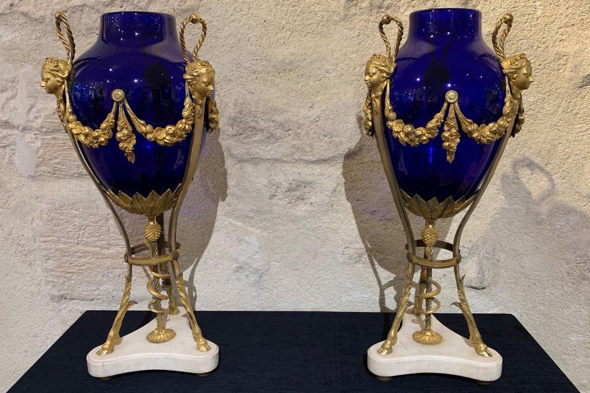 Paire de vases Louis XVI