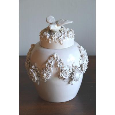 paire de pots aux fleurs et oiseaux en porcelaine de Volkstedt