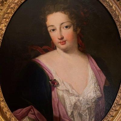 Femme élégante en habits du matin, début XVIIIè.