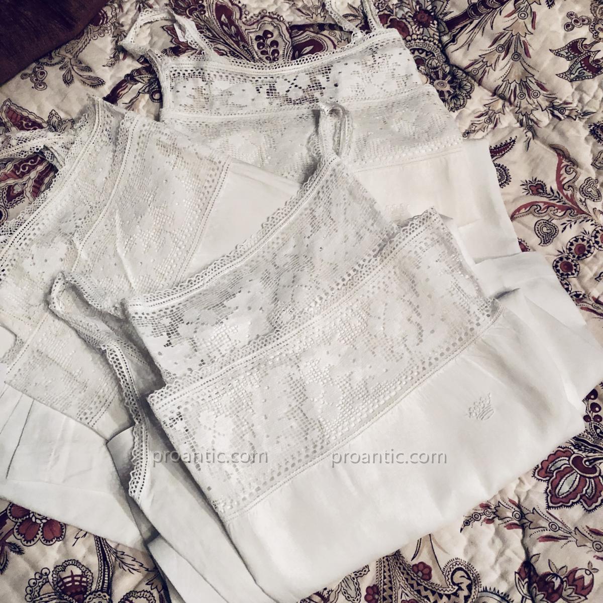 3 chemises de Dame à couronne ducale, fil de lin.-photo-3