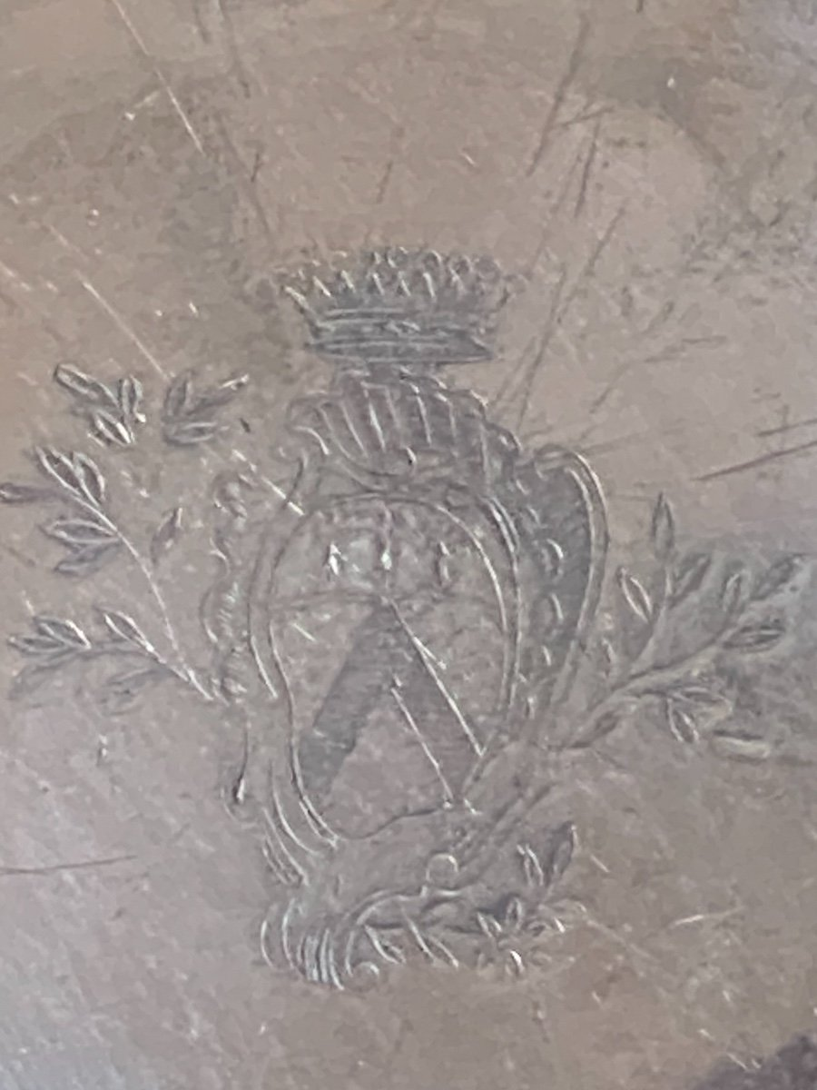 Plat XVIIIe argenté, armorié, sur étain-photo-1