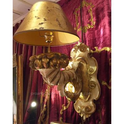 Grande paire de bras de lumière, Italie XIXe. Bois sculpté laqué et doré.