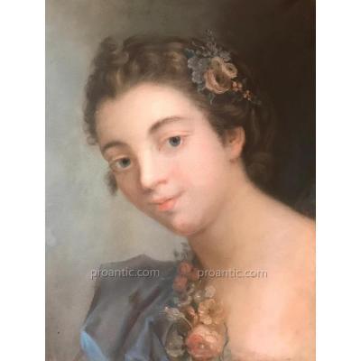 Jeune femme, Pastel, école de Boucher, XVIIIème, vélin sur toile.