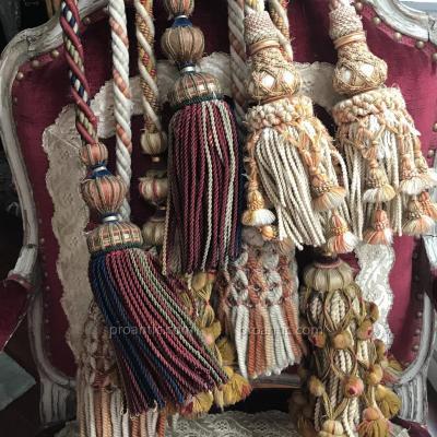 4 paires d'importantes embrases = 16 pompons, XIXè, Nap III