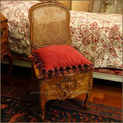 """Chaise de """"commodité"""" Louis XV, époque XVIIIème."""
