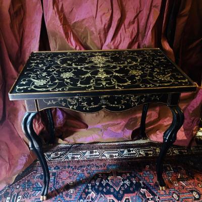 Table bureau laquée noire, riches décors, mi XXè.