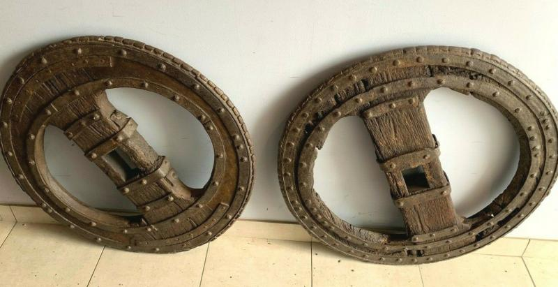 Two Wheel Wheels In Wrought Iron Riveted And Interior In Oak XVI Century-photo-2
