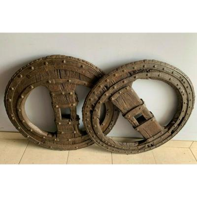 Two Wheel Wheels In Wrought Iron Riveted And Interior In Oak XVI Century