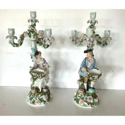 Paire De Bougeoirs En Porcelaine Polychrome A Quatre Bras De Lumière XIX Siècle