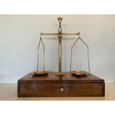 Balance Trébuchet Et Ses Poids XX Siècle Balance De Bijoutier XX Siècle