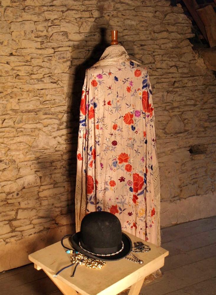 Large Embroidered Shawl, China. Early Twentieth Century-photo-3