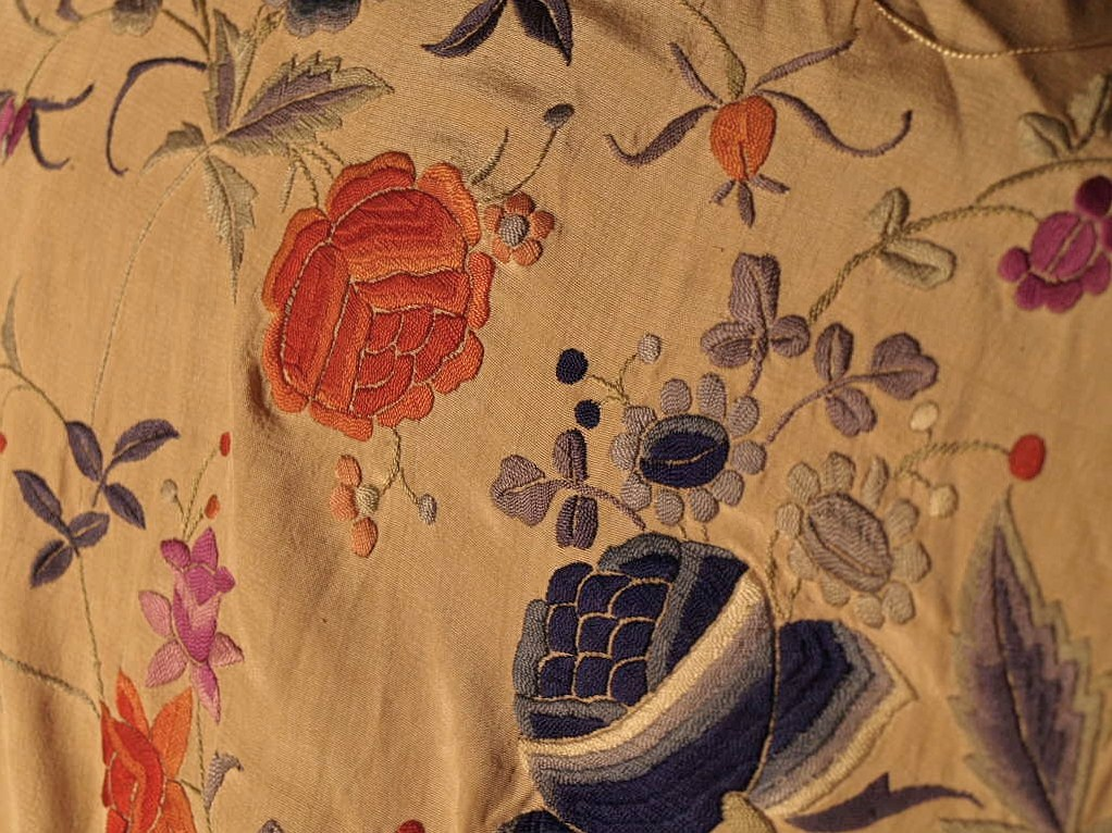 Large Embroidered Shawl, China. Early Twentieth Century-photo-4