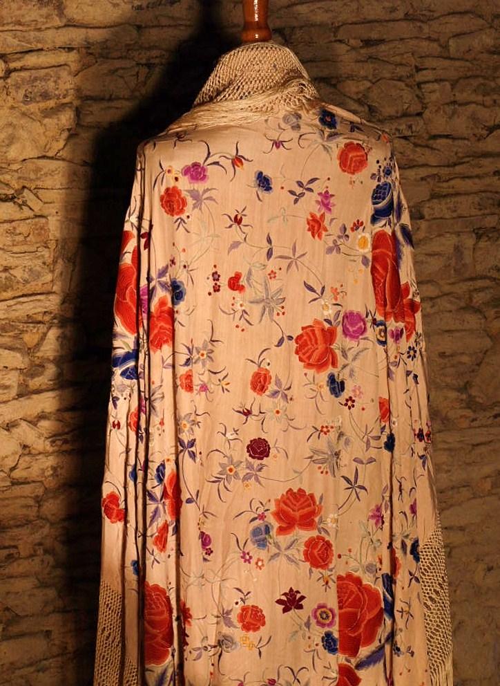 Large Embroidered Shawl, China. Early Twentieth Century-photo-1