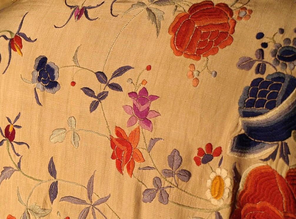 Large Embroidered Shawl, China. Early Twentieth Century-photo-2