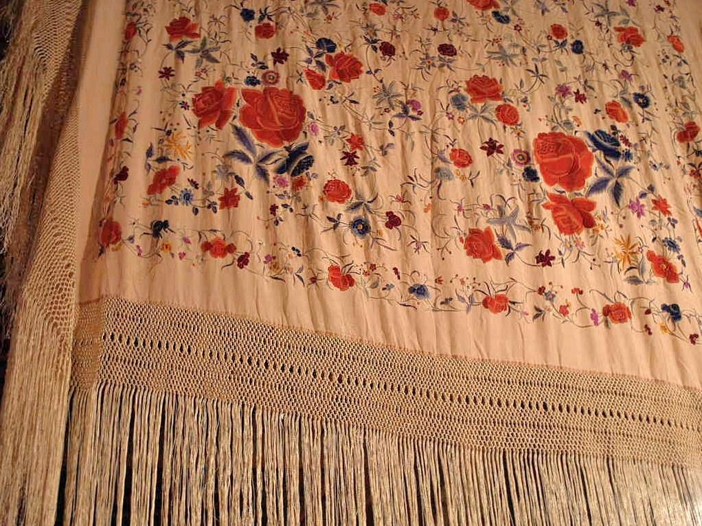 Large Embroidered Shawl, China. Early Twentieth Century-photo-5