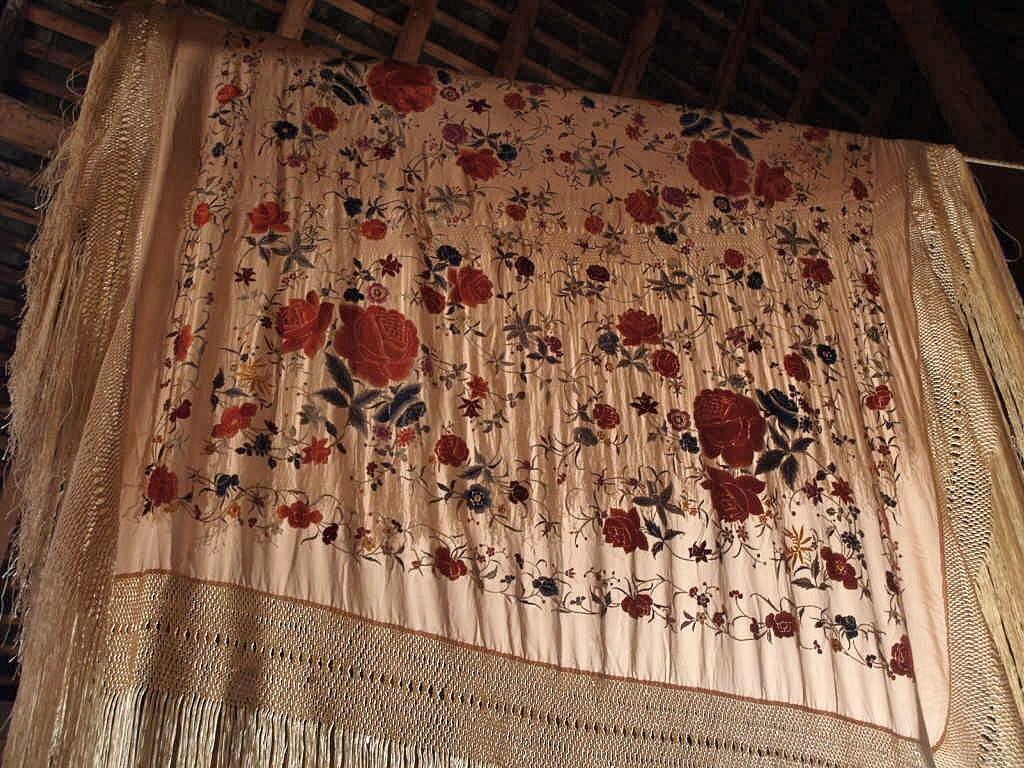 Large Embroidered Shawl, China. Early Twentieth Century-photo-7