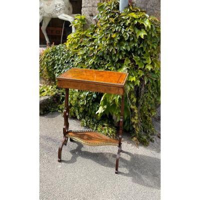 Petite Table D'appoint En Noyer, Angleterre XIXème Siècle