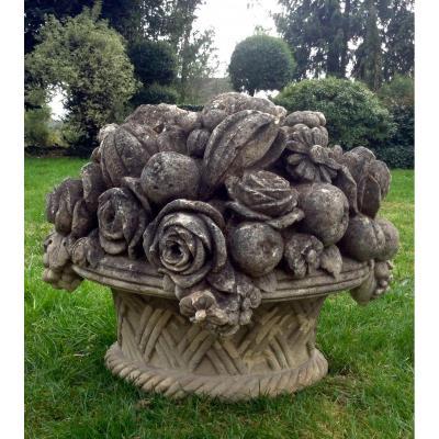 Imposant ornement  de jardin en pierre