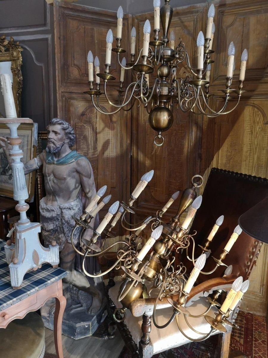 Grand Lustre Hollandais En Paire à 18 Bras De Lumières, Bronze Et Laiton Doré.