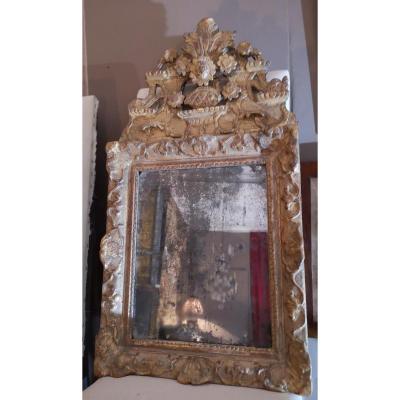 Miroir d'époque Régence En Bois Doré Avec Fronton.