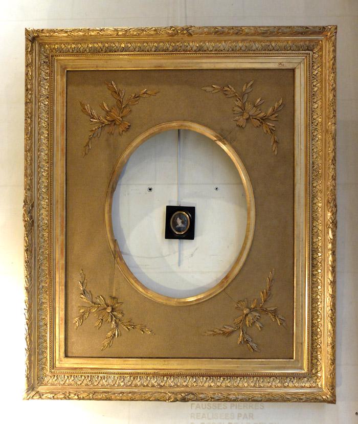 Grand cadre ovale en bois et stuc doré-photo-2