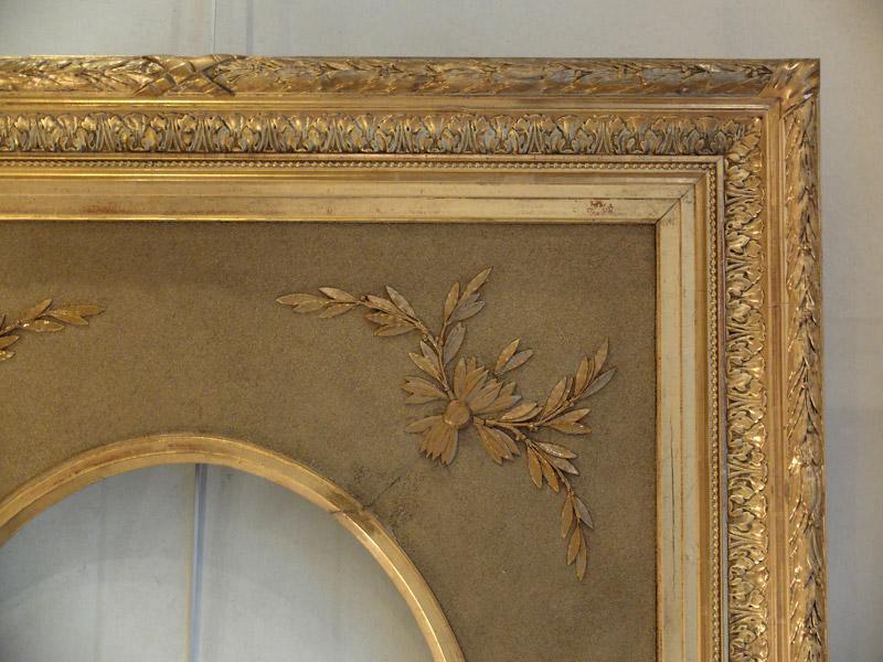 Grand cadre ovale en bois et stuc doré-photo-3