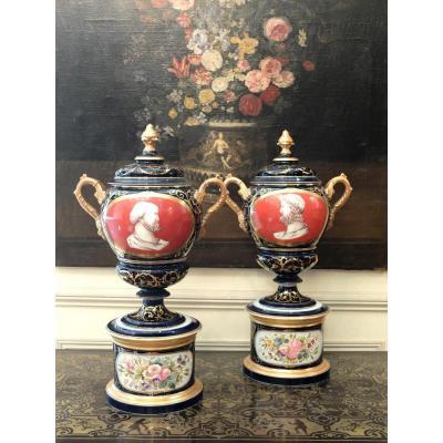 Paire d'importants vases couverts en porcelaine - XIXème siècle