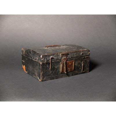 Coffret gainé de cuir d'époque Louis XIV